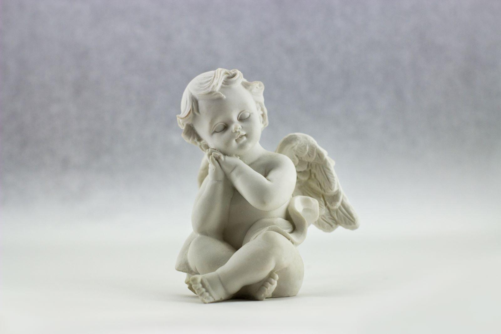 Standbeeld van een engeltje