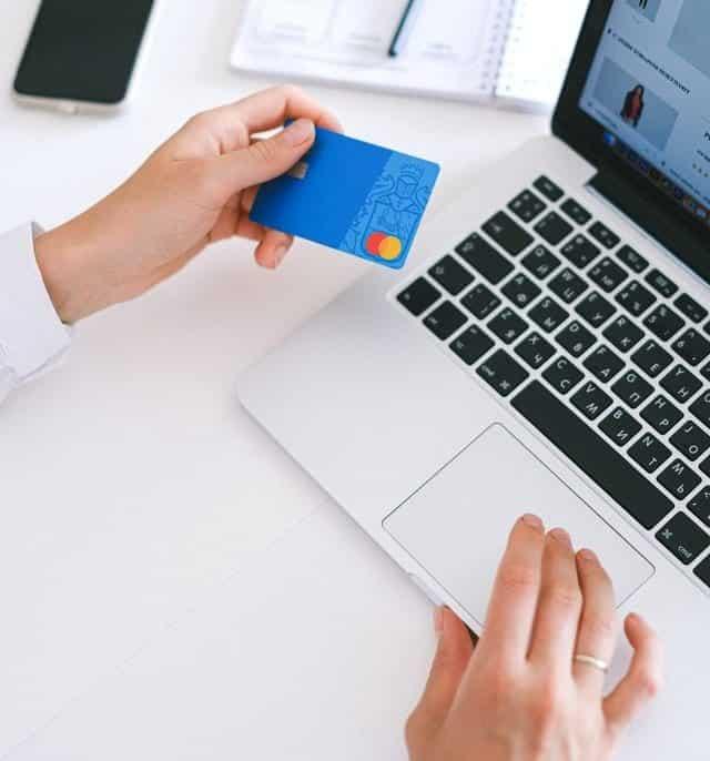 Een webshop kopen of huren: wat zijn de voor- en nadelen van beide opties?